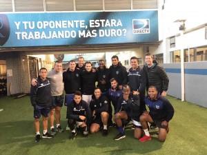 Diego Forlán con los jugadores de Namibia