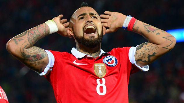 Arturo Vidal festeja un tanto con la selección de Chile.