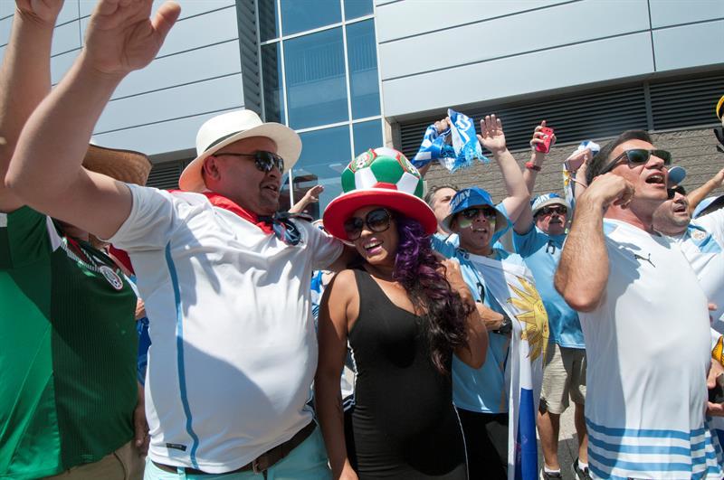 Los hinchas de Uruguay y México en la previa