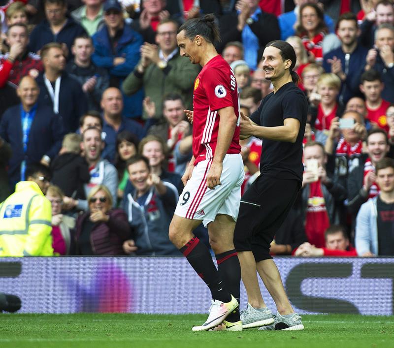 Zlatan Ibrahimovic con el hincha gemelo