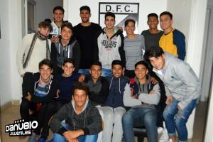 Salvador ichazo con los juveniles de Danubio