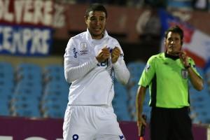 Diego Arismendi celebra su gol ante Rampla