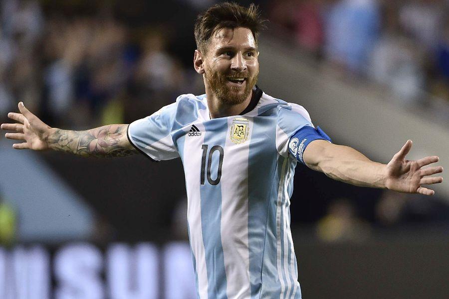 Lionel Messi luce su barba en un partido