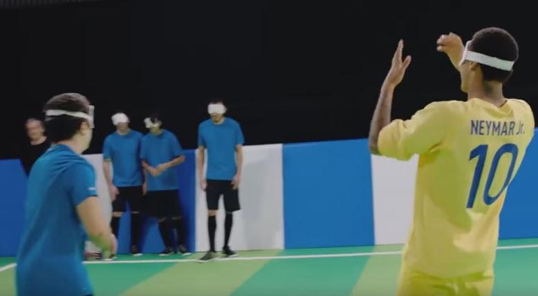 Neymar con el equipo de fútbol para ciegos