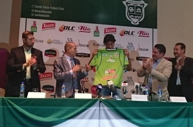Sebastián Abreu presentado en Santa Tecla