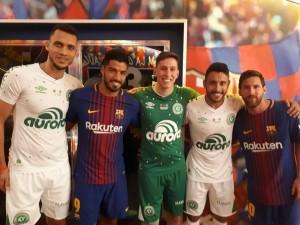 Suárez y Messi con los de Chapecoense