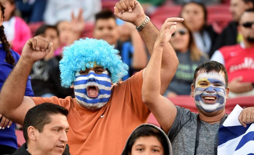 Hinchas de Uruguay ante Jamaica
