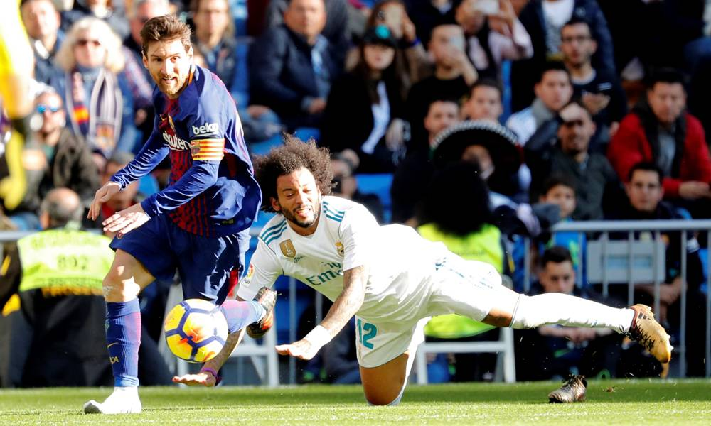 Lionel Messi descalzo ante Real Madrid