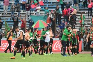 Los jugadores de Rampla Juniors celebran el triunfo.