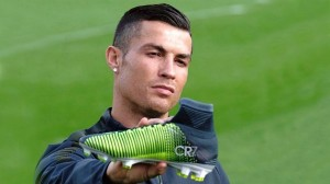 Cristiano Ronaldo no usa zapatos negros